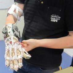 Le dernier prototype du gant bionique construit par les étudiants de l'ISEN. © Vincent Morel.