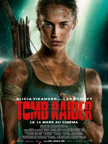A gauche, Alicia Vikander incarne une Lara Croft moderne / Affiche - Tomb Raider (2018)