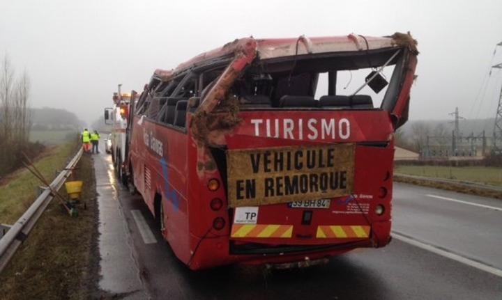 autocarro_acidenteportuguesesfranca_080117_fotocreusotinfos5430d258