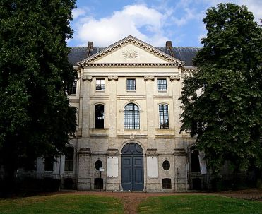 800px-Lille_entree_hospice_general